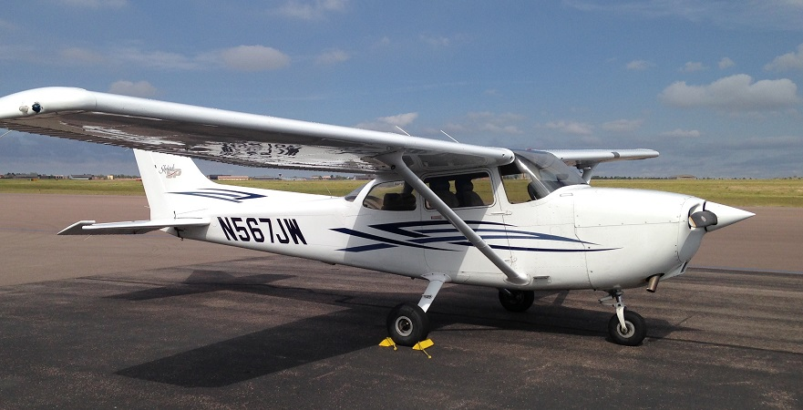 1999 Cessna 172SP N567JW::Rental Rate per hour $ 160 (cash) / $ 165 (credit)