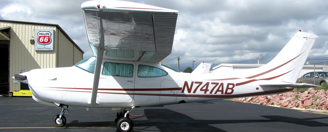 1979 Cessna 182RG N747AB::Rental rate per hour $ 205 (cash) / $ 210 (credit)